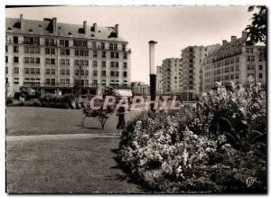 Postcard Moderne Caen The Avennue June 6 from the Square