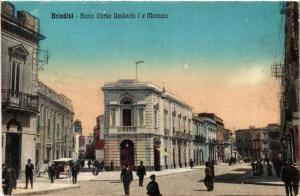 CPA AK BRINDISI Bivio Corso Umberto I e Mercato. ITALY (531698)