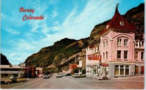 OURAY, CO Colorado   STREET  SCENE  Beaumont Hotel   c1950s  Cars    Postcard