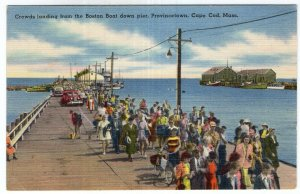 Provincetown, Cape Cod, Mass, Crowds landing from the Boston Boat down pier