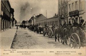 CPA  Militaire - Artillerie Belge quittant Tirlemont en flammes  (697520)