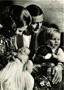 CPM AK Prinses Beatrix,Prins Claus en de kleine Prinsjes DUTCH ROYALTY (813370)