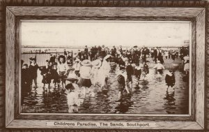 RP: SOUTHPORT , UK , 1918 ; Children's Paradise , The Sands