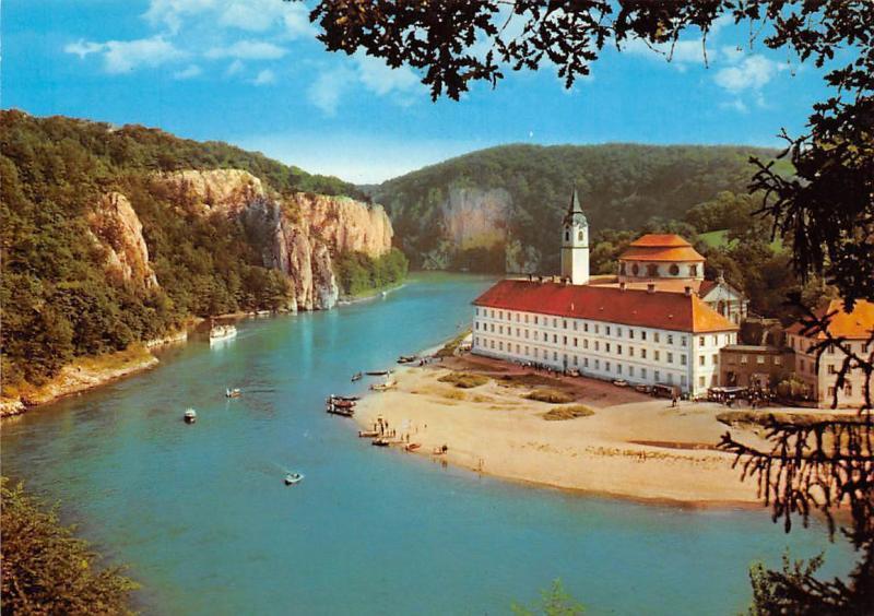 Kloster Weltenburg an der Donauschleife Eingang zum Donaudurchbruch River Boats