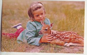 P835 vintage young girl and fawn, beauty and the warmth of friendship