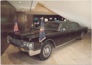 Presidential limousine 1968 Stretch Lincoln Ford, Lyndon Johnson Museum Postcard
