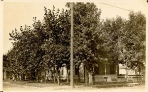 ND - Bismarck. Home of H. L. Beade.   *RPPC