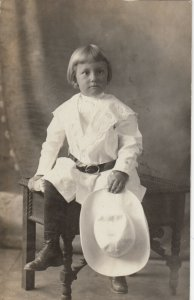 RP; BATTLE CREEK , Michigan, 1909; Portrait of Child in White holding hat