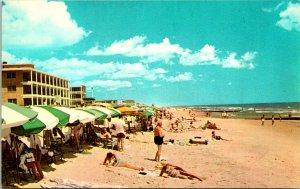 Ocean City MD Beach Scene Tourists Postcard unused (16843)
