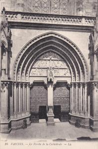 VANNES, Morbihan, France, 1900-1910's; Le Porche De La Cathedrale