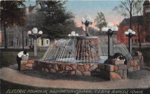 Cedar Rapids Iowa~Washington Square Electric Fountain~Men Taking a Drink~1913 PC