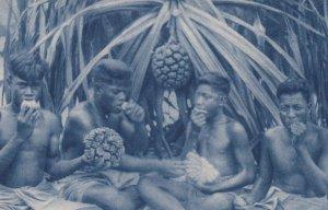 French Polynesia, Missions D´Oceanie, 1910s ; Indigenes mangeant le fruit du pan
