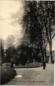 CPA POITIERS - Le Jardin des Plantes (255679)