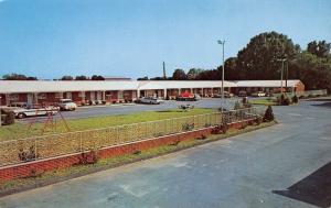 Cave City Kentucky~James J Jolly's Motel~Restaurant~Swingset~1950s Cars Postcard
