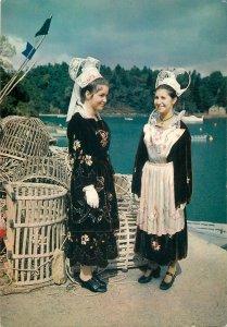 Postcard Ethnic rural traditions costumes folcklore French la Bretagne
