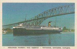 WINDSOR , Ontario , Canada , 30-40s ; Steamer Passing the Bridge