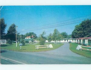 Bent Corner Pre-1980 MOTEL SCENE Cornwall Ontario ON B7194