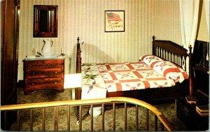 Springfield IL Abe Lincoln's Home Robert bedroom Postcard unused (21318)