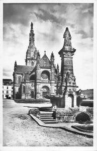 BR50471 Ste anne d Auray la basilique et la fontaine     France