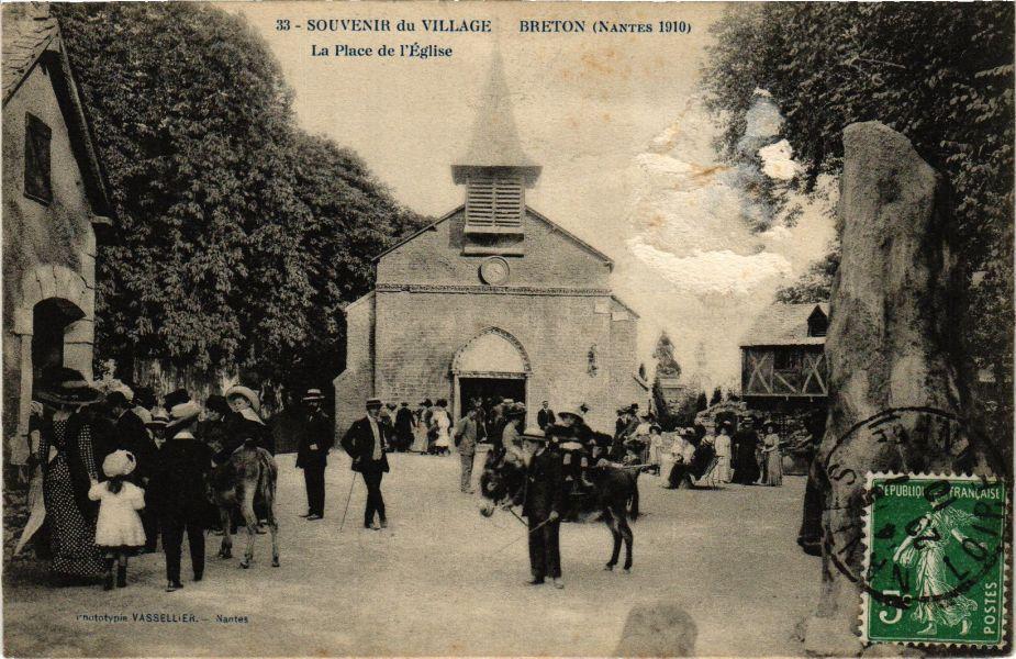 CPA Souvenir du Village Breton (Nantes 1910) - La Place de l