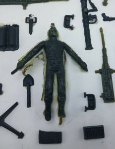 Vintage 1965 Thingmaker Fighting Men Lot of 40+ Completed Molded Items Weapons
