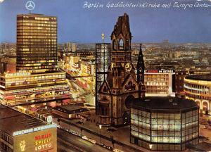 Berlin Gedaechtniskirche mit Europa Center Church Night view Auto Cars Mercedes