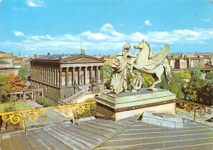 Berlin Nationalgalerie National Gallery Statue General view