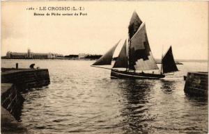 CPA Le Croisic Bateau de Peche sortant du Port (610740)