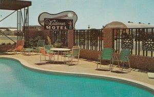 LAMESA , Texas , 1968 ; The Westerner Motel ; Swimming Pool