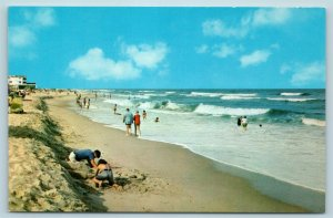 Postcard DE Delaware Beach Scene Greetings From The Delaware Coast AG9