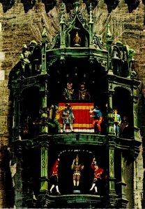 Germany Muenchen Das Glockenspiel am Rathaus