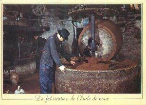 Postcard Metiers de France folk types la fabrication de l'uile noix antan