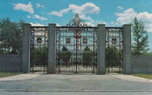 R.C.A.F. Memorial Gate, C. F. B., TRENTON, Ontario, Canada, 40-60s