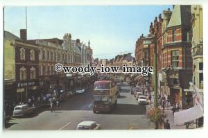 tp9301 - Berks - A Busy Broad Street, back in the 1960s - Postcard