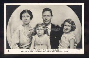r3596 - Family Portrait, George VI & Elizabeth with Daughters - Tuck's postcard