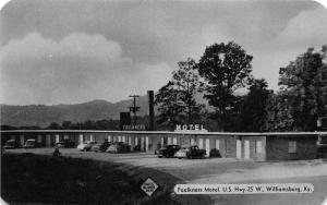Williamsburg Kentucky~Faulkners Motel~US Hwy 25 W~Classic Cars Parked~1950s Pc