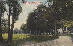 Iowa Cedar Rapids Crveway Riverside Park
