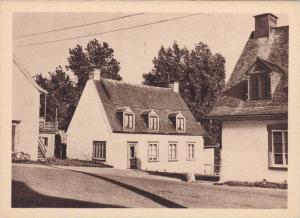 Ces Vielles Maisons de Pierre se Dressent Depuis Deux Siecles le Long ... Tou...