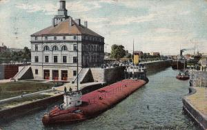 SOO , Michigan , PU-1909 ; Whaleback boat leaving Poe Lock
