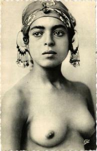 CPA Beautes arabes. Antinea la Charmeuse ETHNIC NUDE (574039)