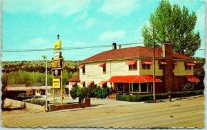 Newcastle, Wyoming Postcard GRAHAM'S MOTOR HOTEL Highway 16 Roadside 1968