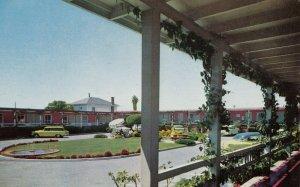 BERKELEY , California , 1950-60s ; California Motel
