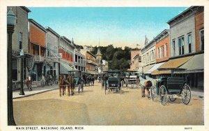 LP68   Mackinac Island  Michigan  Postcard Main Street View