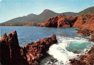 France Cote d'Azur, L'Esterel - Les Rochers Rouges, rough sea
