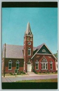 Harrington Delaware~Trinity Methodist Church~Standard Chrome Postcard