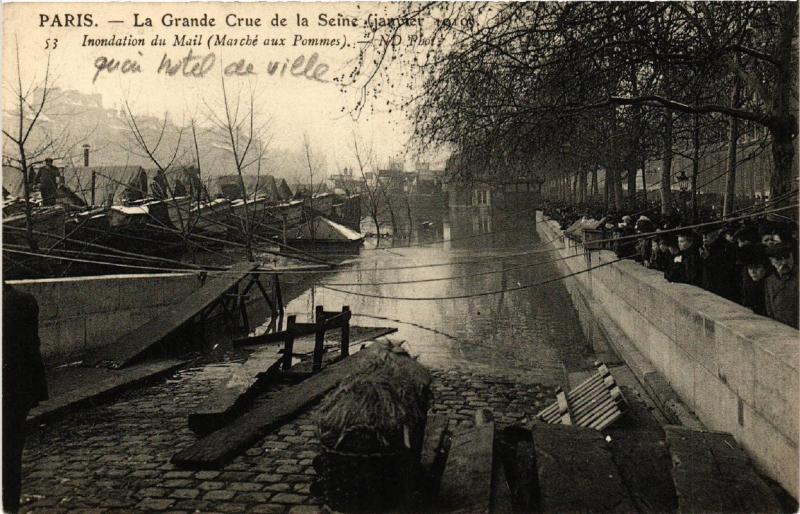 CPA La Grande Crue de la Seine. 53 Mail. Marche aux Pommes (561706)
