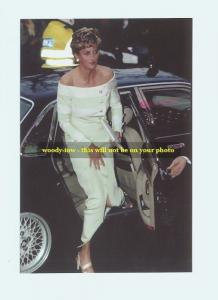 mm143 - Princess Diana arrives for function - photograph 6x4