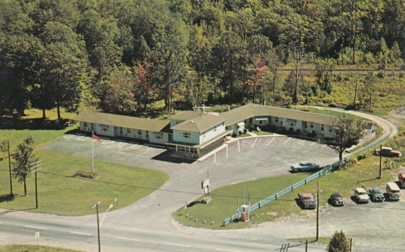 SMITHS FALLS , Ontario , Canada , 50-60s ; Maple Leaf Motel