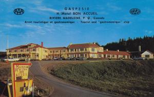 Gaspesie Hotel-Motel Bon Accueil, Classic Cars, RIVIERE MADELEINE, Quebec, Ca...