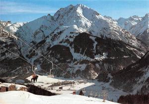 Skigebiet Joechelspitze mit Joechelspitzbahn Lechtal Tirol Chairlift Winter